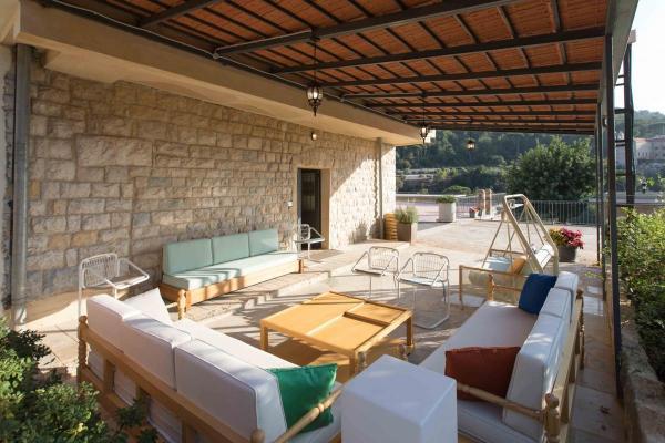 Garden-House-Terrace-Silk-Valley