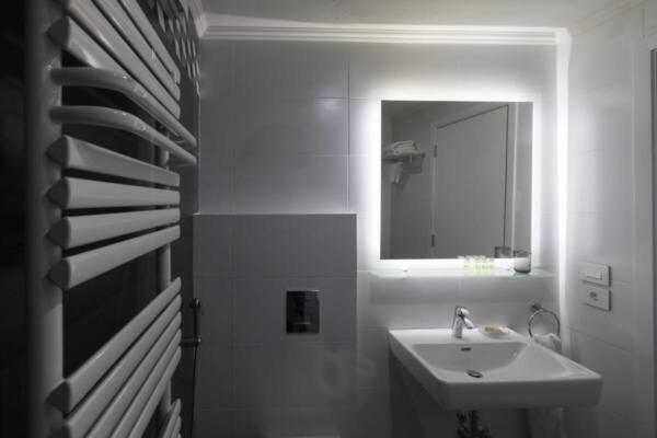 The Silk Valley - Cocoon bathroom